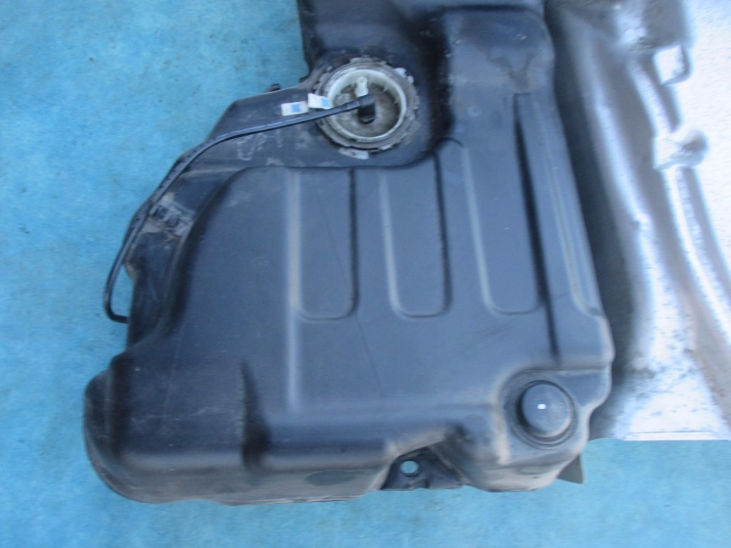 [Remove Fuel Tank On A 2010 Bentley Continental Gtc ...